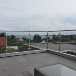 Rekkverk i stål og glass på takterrasse